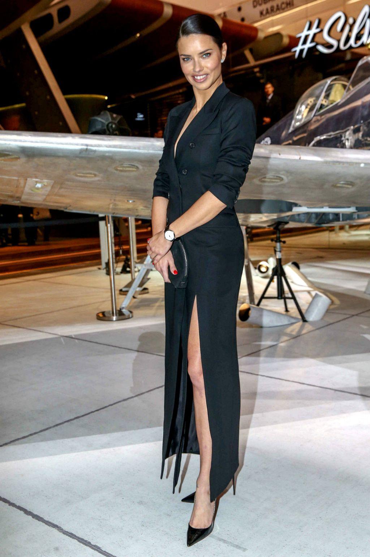 Adriana u sako-haljini Michaela Korsa