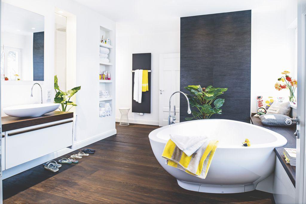 Sivo-bijelu kupaonicu možete podići žutim detaljima