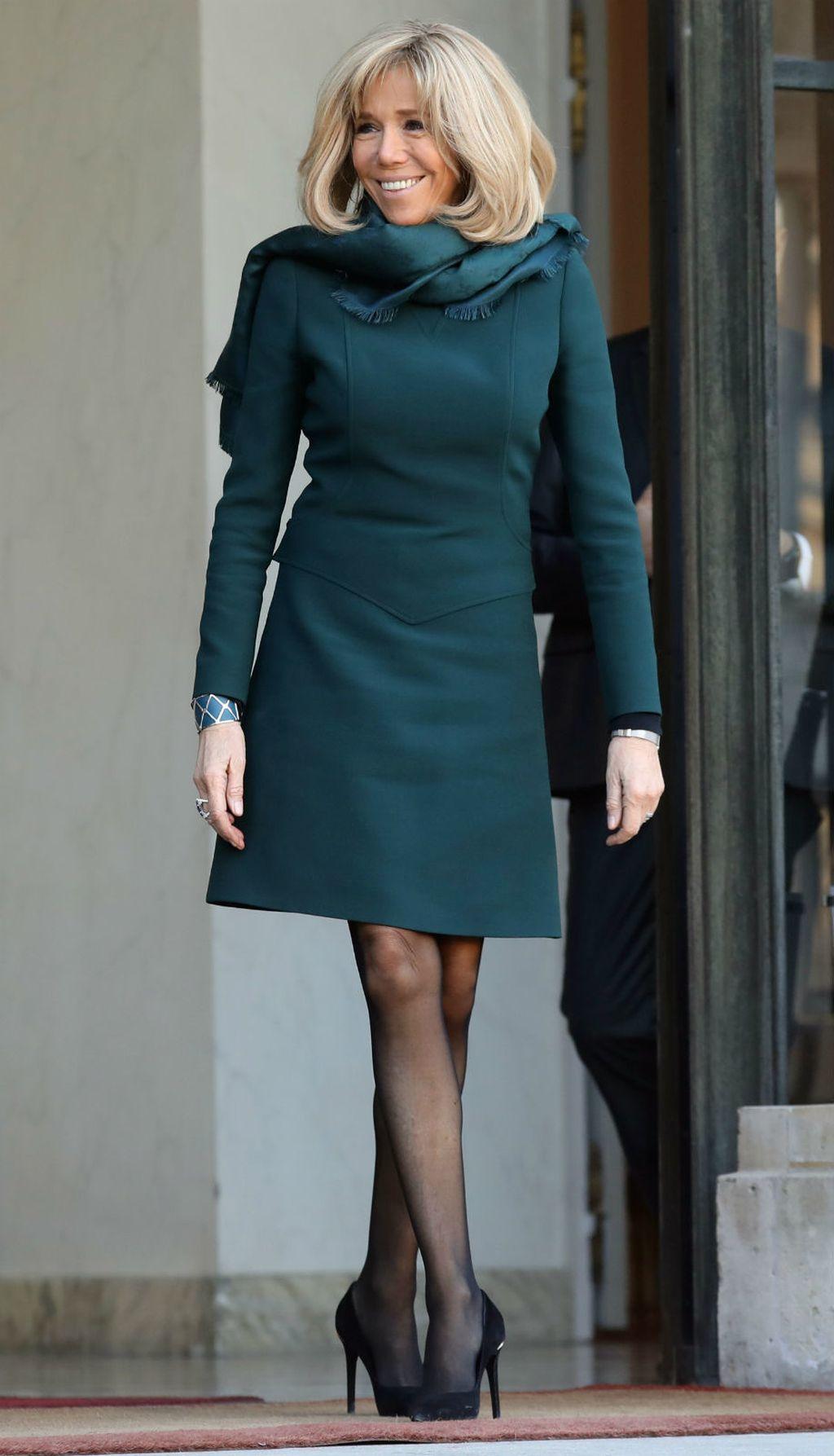 Brigitte Macron u mini haljini i vrtoglavim štiklama - 1