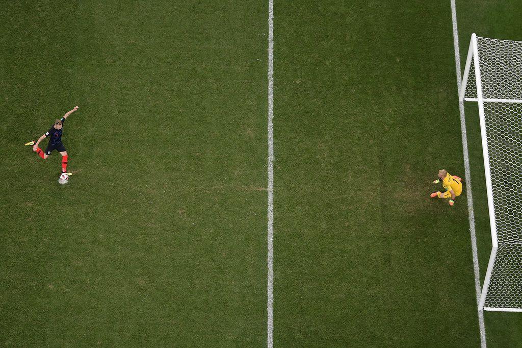 Kasper Schmeichel izašao s crte prije udaraca (Foto: AFP)