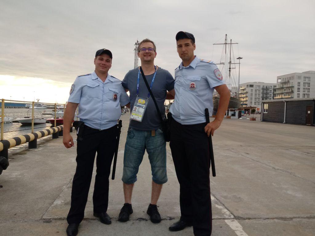 Novinar GOL.hr-a s ruskim policajcima