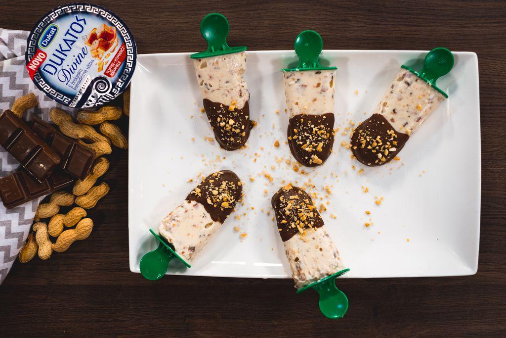Čokolada, kikiriki i Dukatos Divine s komadićima karamele dovoljni su za izradu ukusnih sladoleda