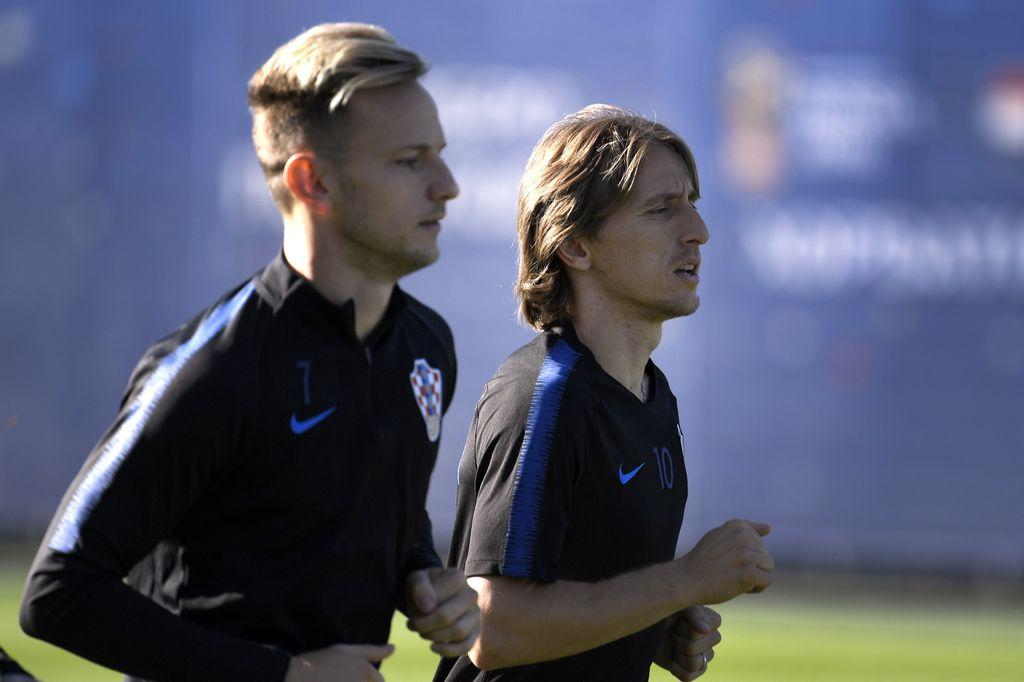 Ivan Rakitić i Luka Modrić (Foto: AFP)