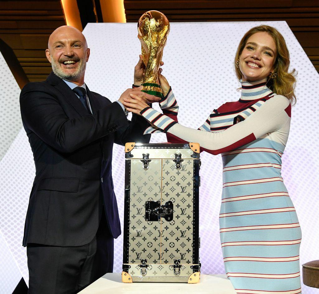 Frank Leboeuf i Natalia Vodianova na predstavljanju kovčega u svibnju