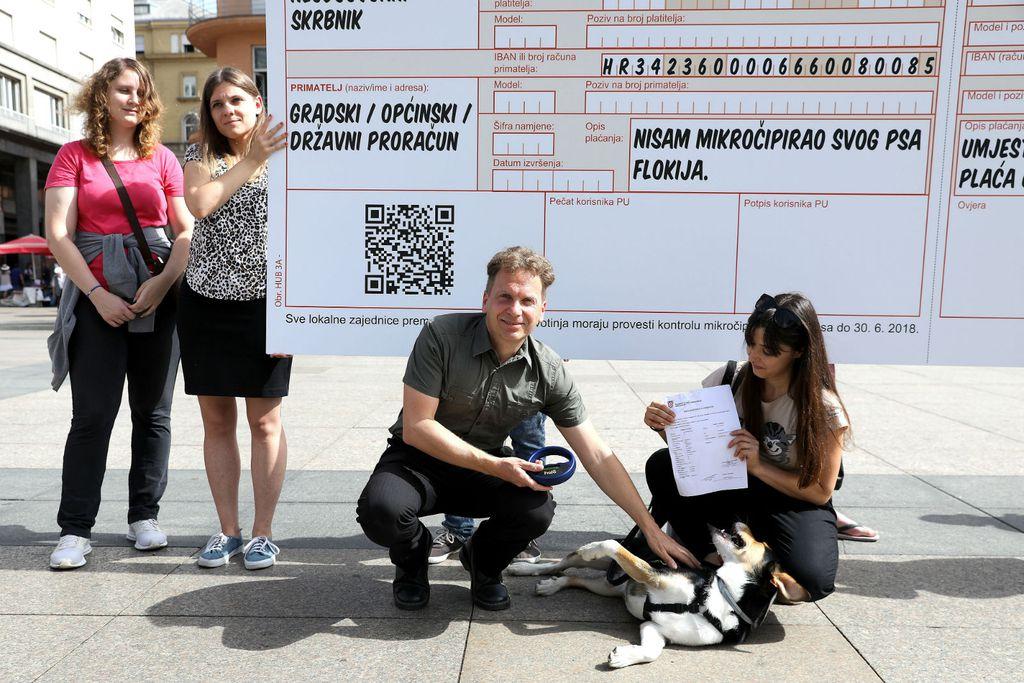 Prijašnjom akcijom na Trgu bana Jelačića aktivisti udruge Prijatelji životinja upozorili su na rok za provođenje potpune kontrole mikročipiranja pasa koji je istekao 30. lipnja