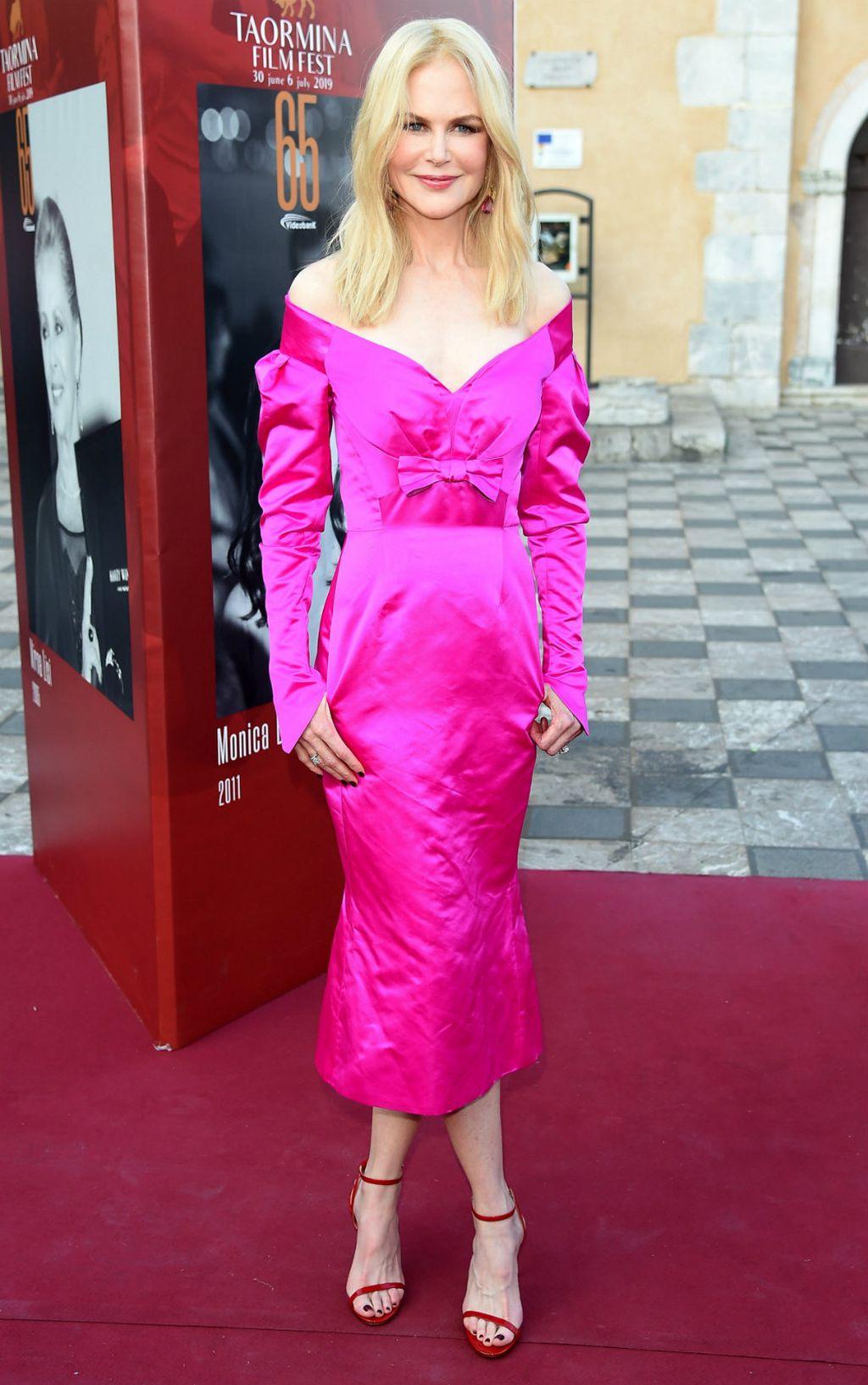 Nicole u ružičastoj haljini Oliviera Theyskensa
