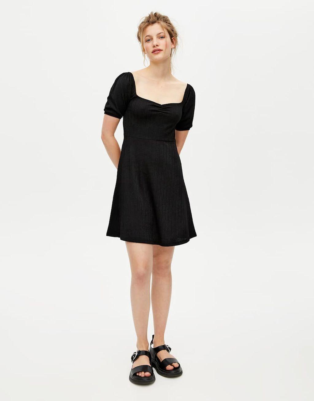 Mala crna haljina iz trgovina na popustu 2019. - 3