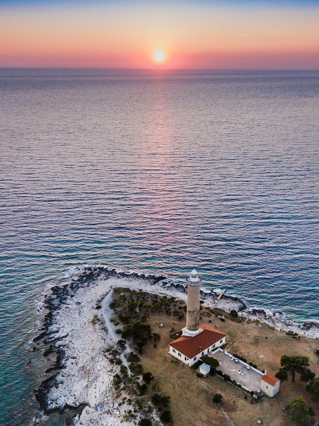Zalazak sunca nad prekrasnim hrvatskim otokom