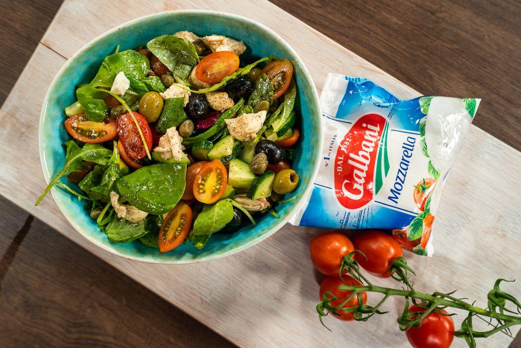 Mediteranska salata s mozzarellom