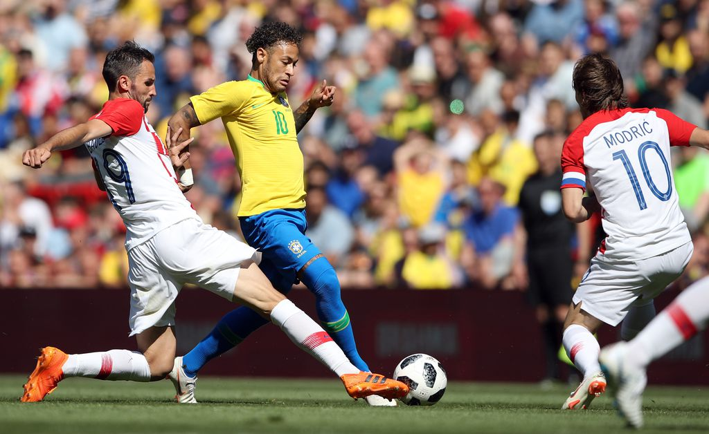 Modrić u duelu s Neymarom (Foto: Nick Potts/Press Association/PIXSELL)