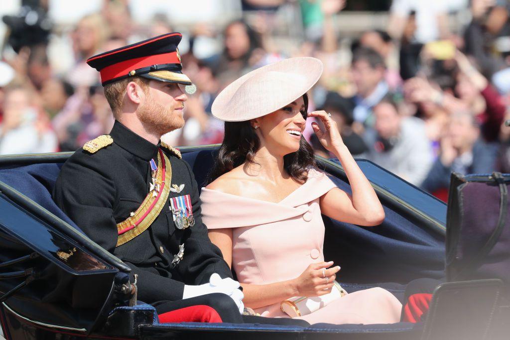 Meghan u ružičastoj haljini bez rukava