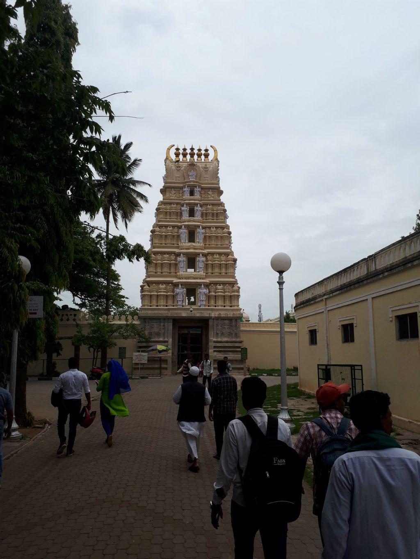 Jedan od hramova u krugu palače