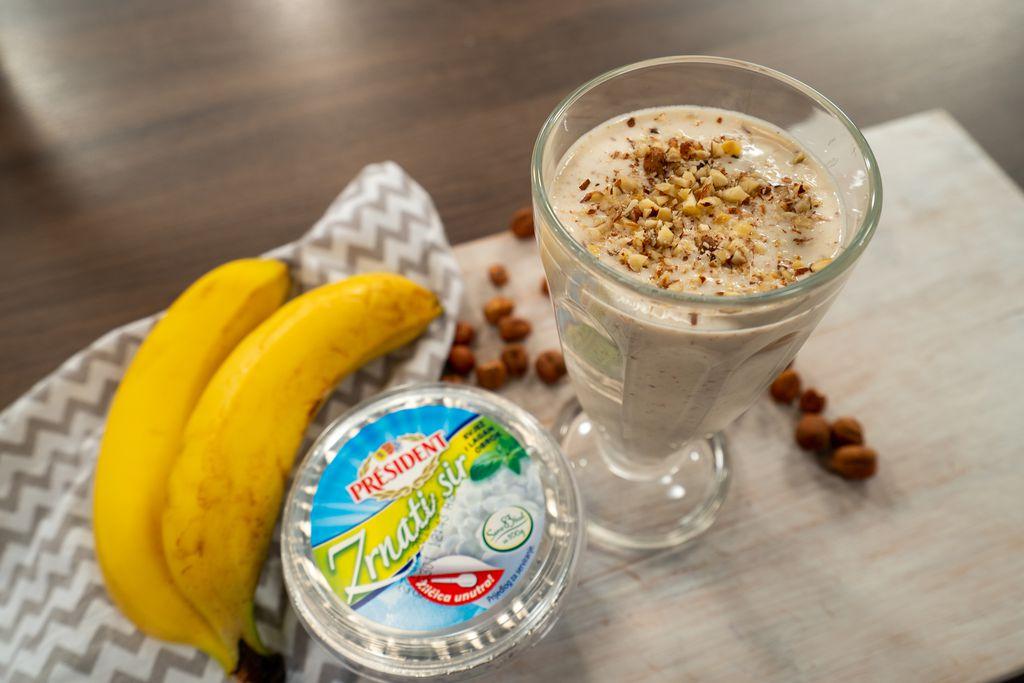 Smoothie od banane, lješnjaka i zrnatog sira