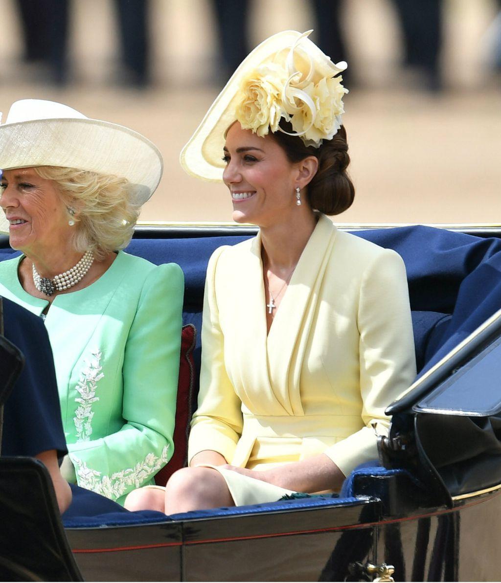 Catherine je nosila žutu haljinu i šešir u istoj boji