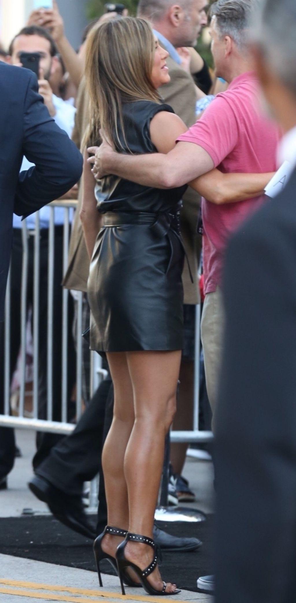 Jennifer Aniston u maloj crnoj haljini