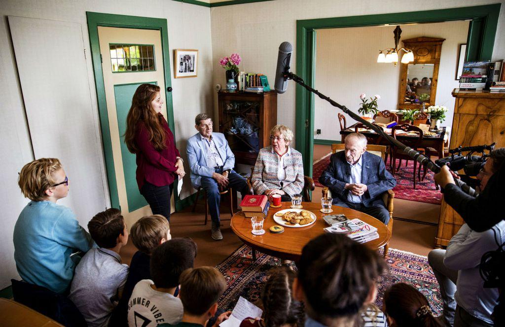 Jacqueline van Maarsen i Albert Gomes de Mesquita, prijatelji Anne Frank posjetili su njezin nekadašnji dom koji je pretvoren u utočiše stranim piscima