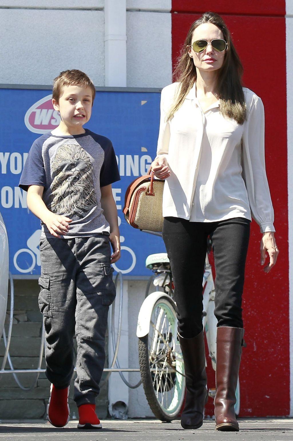Angelina Jolie u čizmama do koljena - 5
