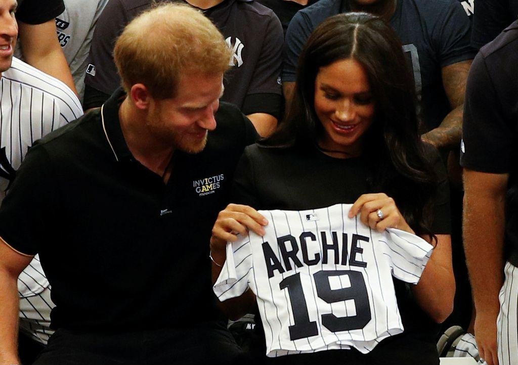 Bračni par na dar je dobio i dresove za malenog Archieja