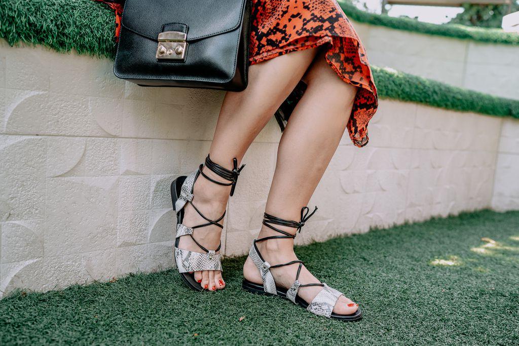 Sandale s uzorkom podići će svaku kombinaciju