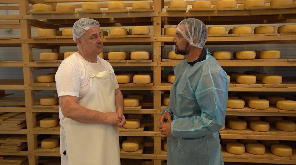 Vladimir Balent i David Skoko u sirani Tradicijski sirevi u Šenkovcu