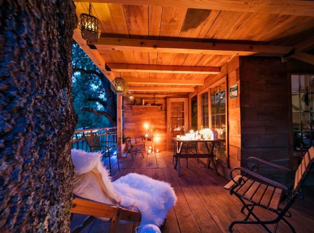 Romantični ugođaj kućice na drvetu