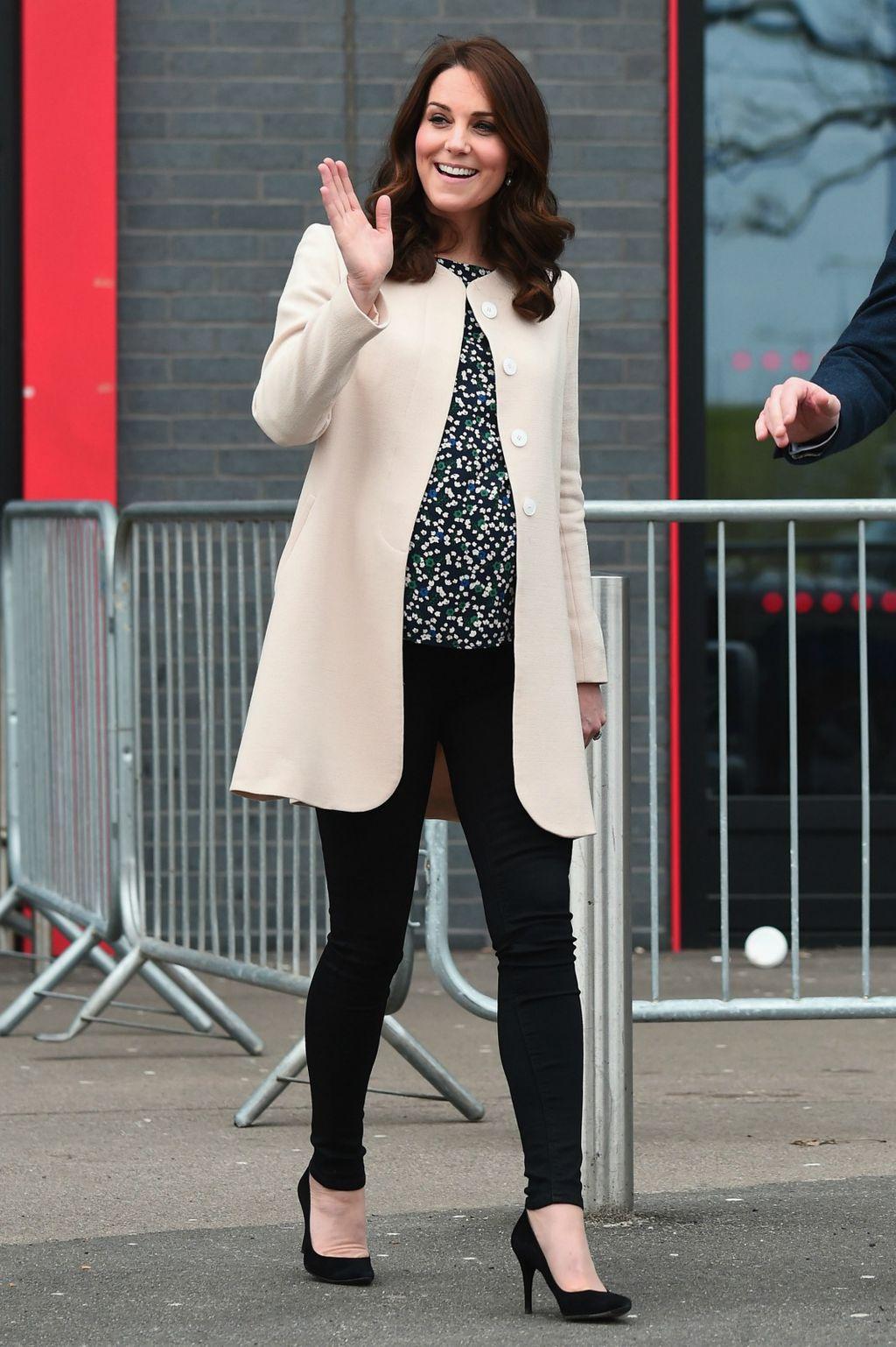 Catherine je posljednji službeni posjeti prije porodiljnog odradila u skinny trapericama