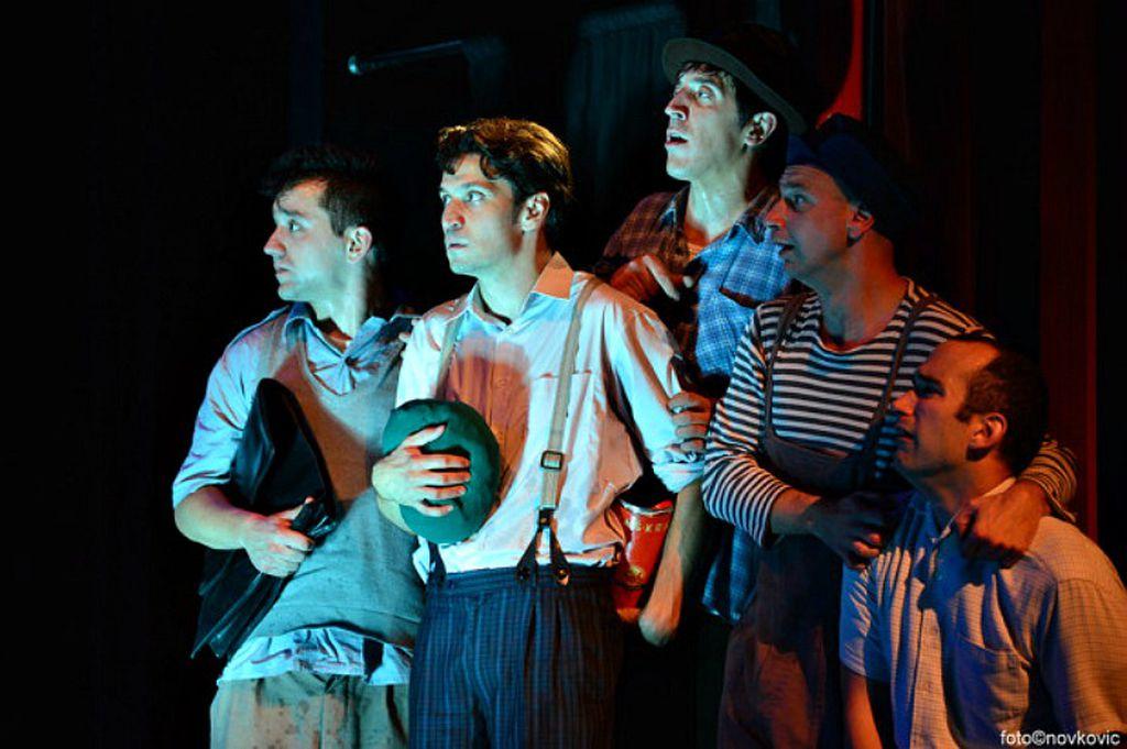 Scena iz predstave Zvižduk s Bukovca