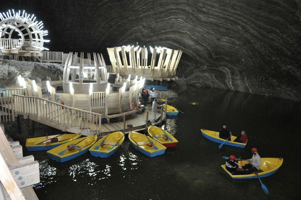 Zaplovite jezercem koje je smješteno 120 metara ispod zemlje