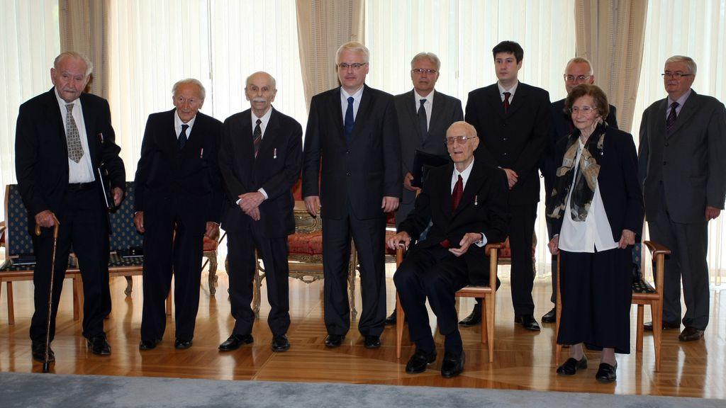 Godine 2012. prim. dr. Štefanija Puretić odlikovana je za osobite zasluge za znanost i njeno promicanje u Hrvatskoj i svijetu
