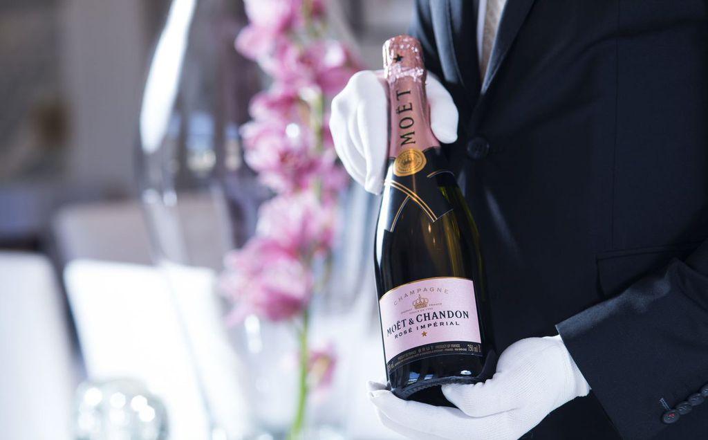 Uz večeru će se piti francuski šampanjac