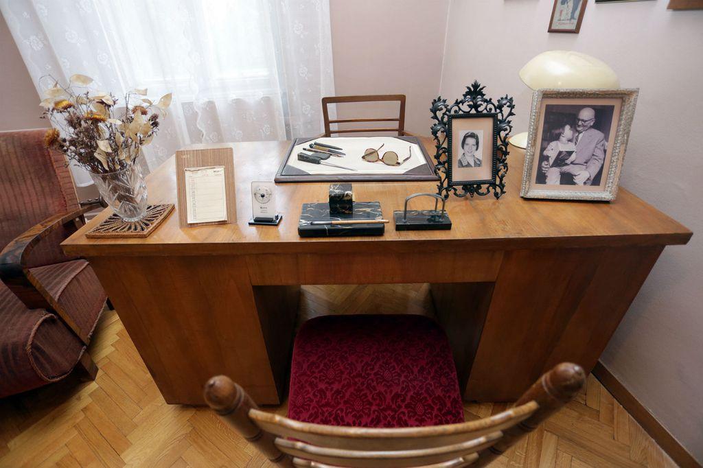 Radna soba književnika Mate Lovraka