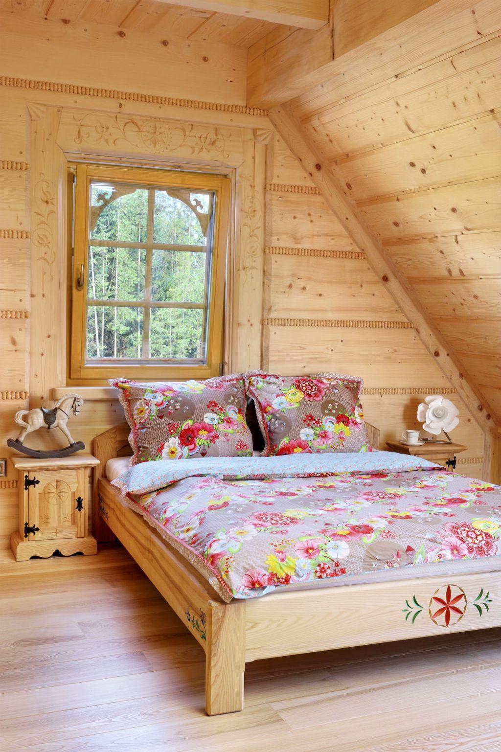 Drveni krevet kao inspiracija za uređenje spavaće sobe - 11