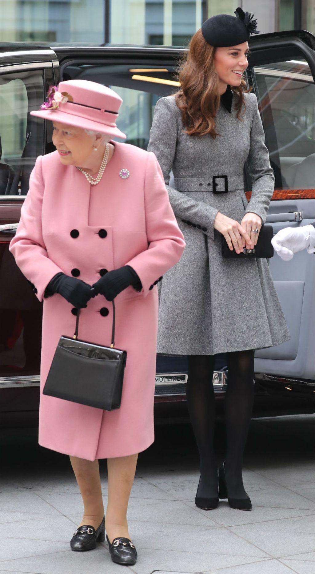 Kraljica Elizabeta i vojvotkinja Catherine Middleton posjetile su King\'s College u Londonu - 2