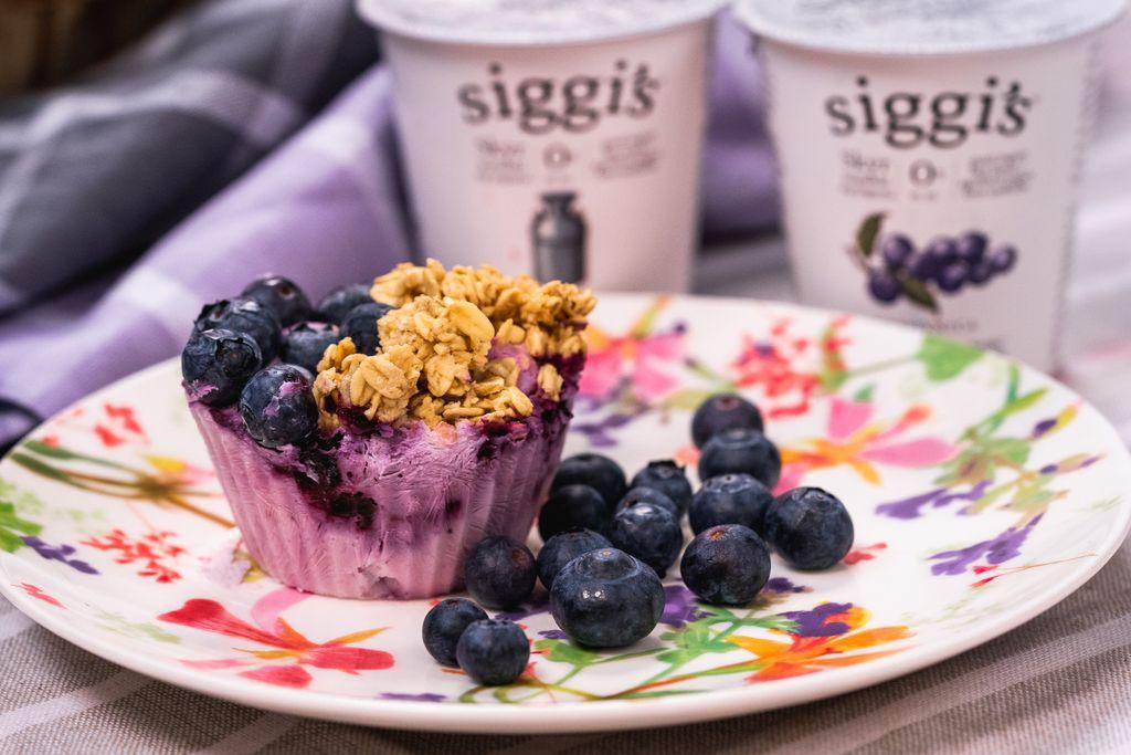 Muffin s jogurtom, borovnicama i granolom