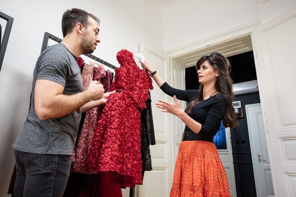 Penelope Cruz isprobala je nekoliko haljina Ivana Alduka