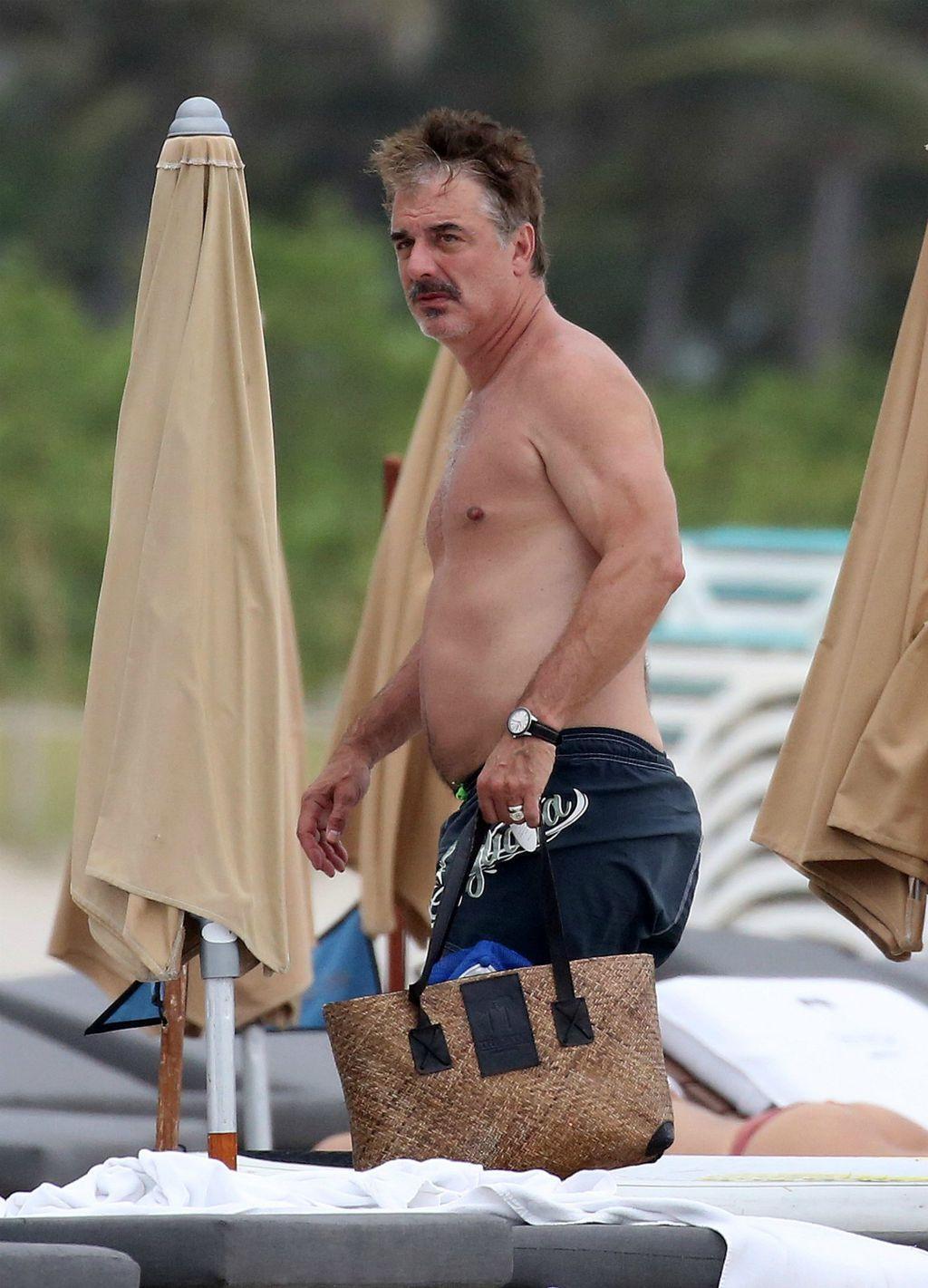 Chris Noth na plaži u Miamiju
