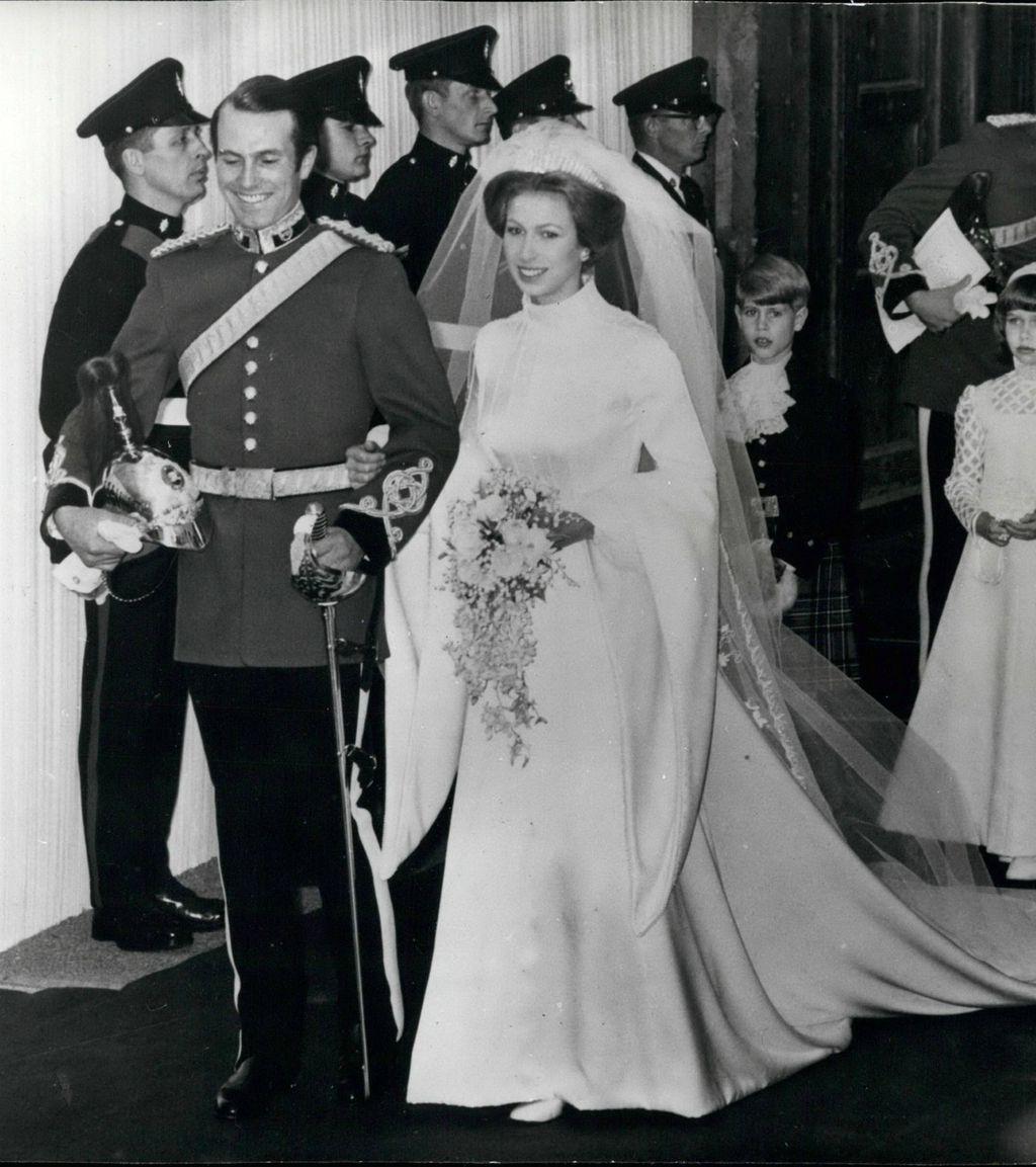 Princeza Anna u vjenčanici Maureen Baker