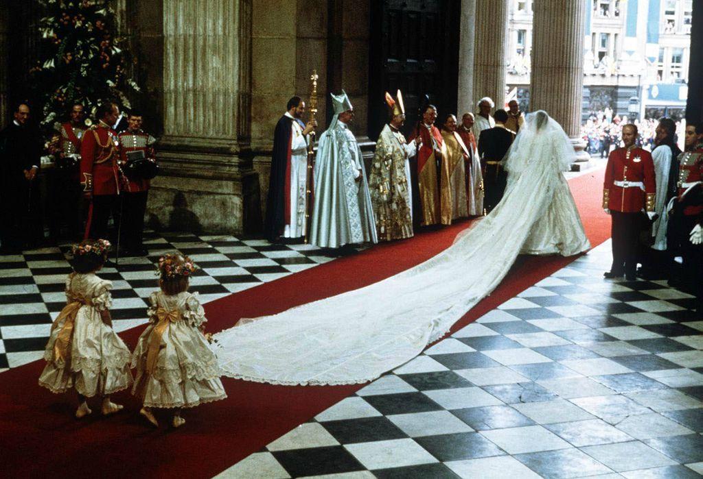 Vjenčanica princeze Diane imala je šlep dugačak 7.5 metara
