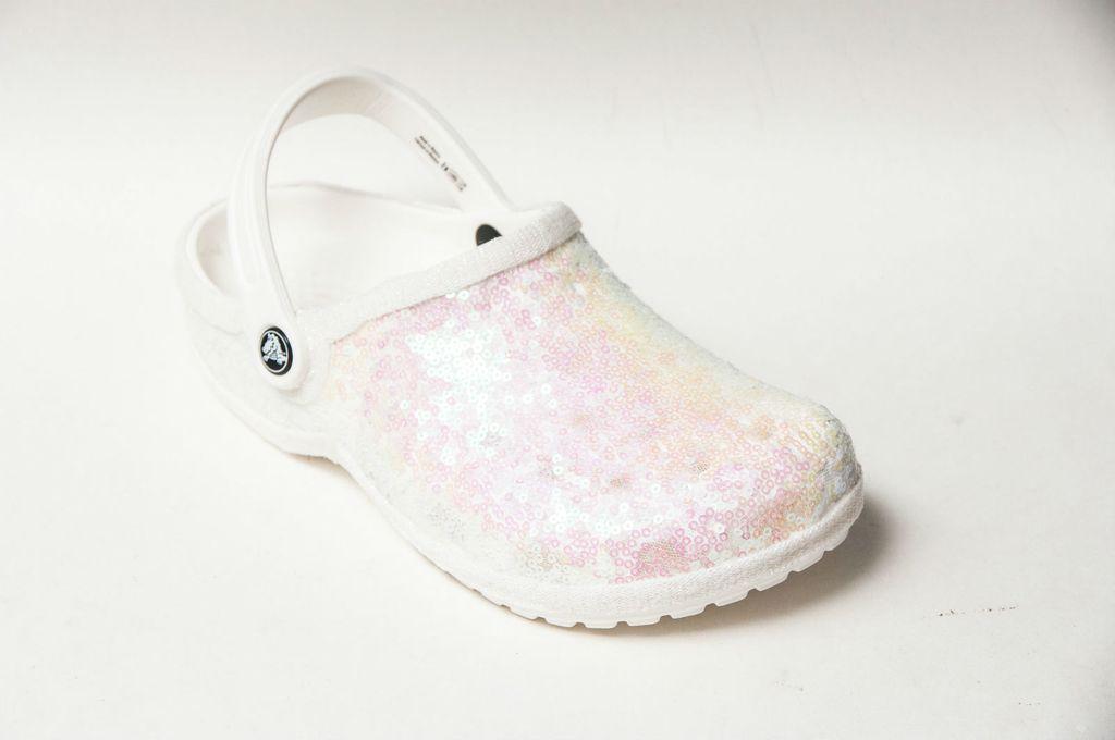 Bijele kroksice ukrašene svjetlucavim perlicama - 4