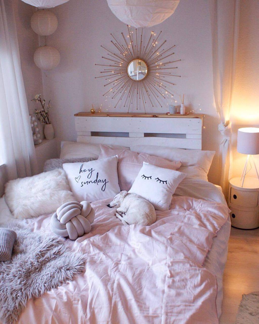 Romantični stan ukrašen pastelnim i zlatnim detaljima - 9