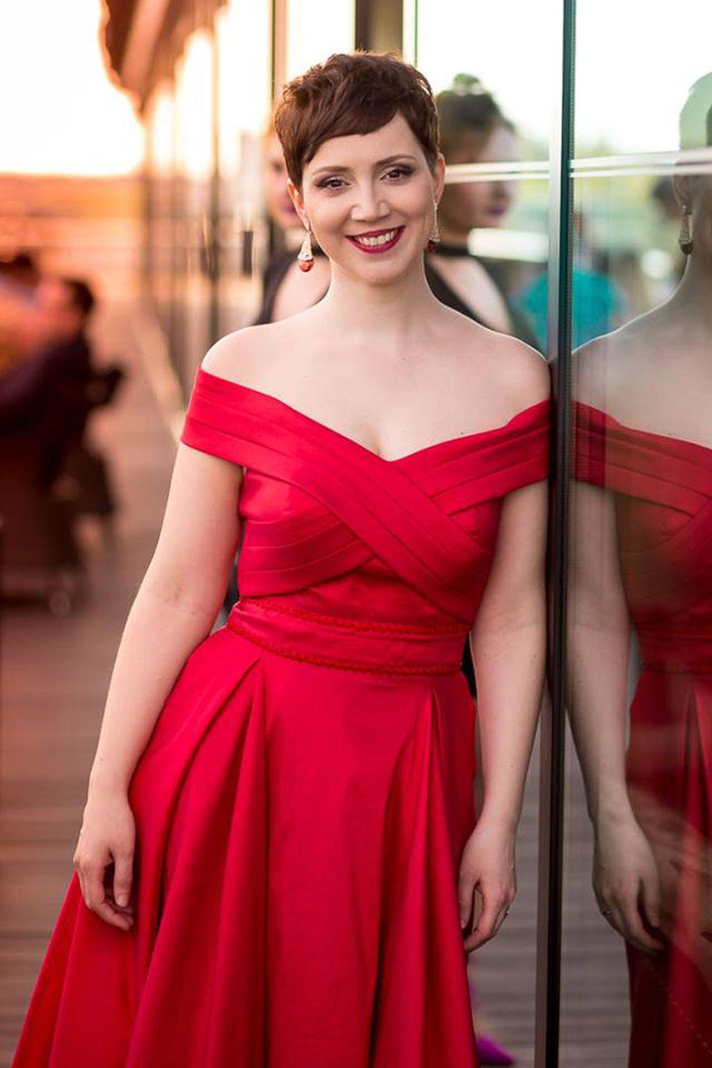 Ana Jembrek odabrala je crvenu haljinu