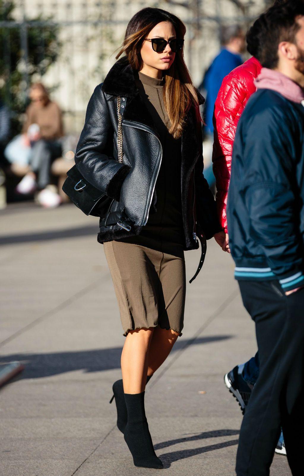 Lijepa brineta u Zarinoj jakni