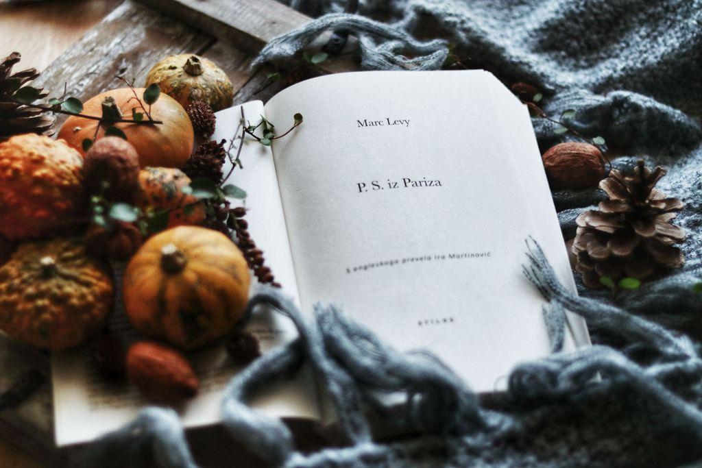 Knjiga \'P.S. iz Pariza\'
