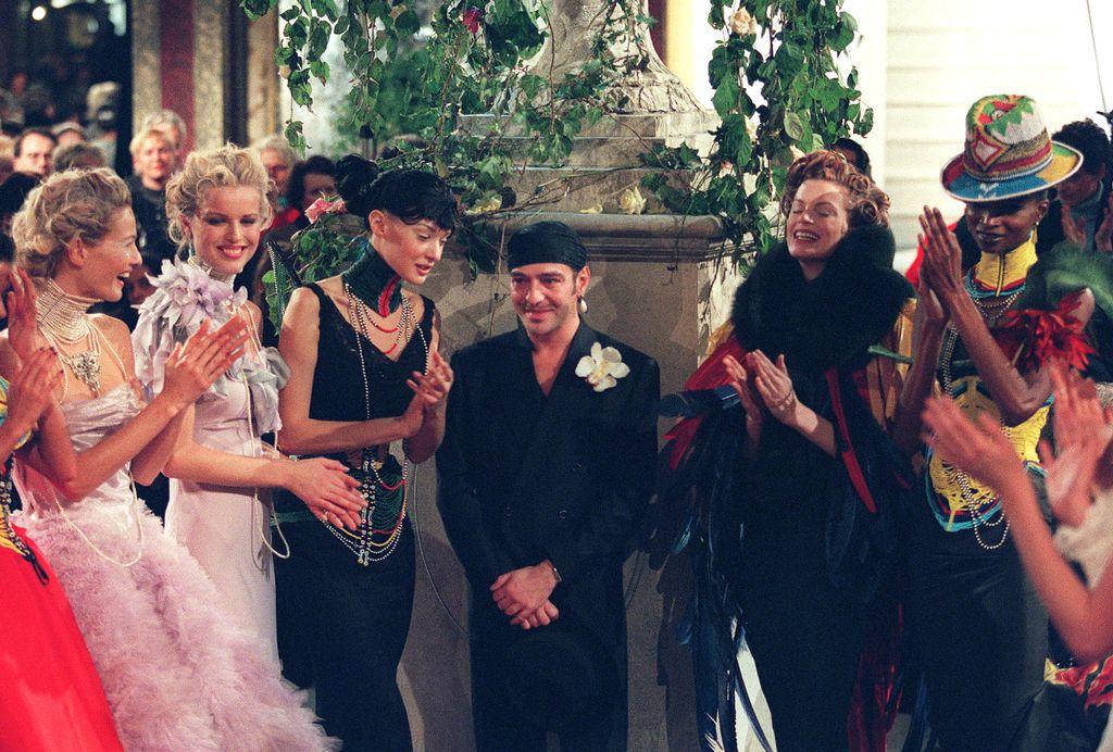 John Galliano nakon prve revije za modnu kuću Dior u siječnju 1997. godine