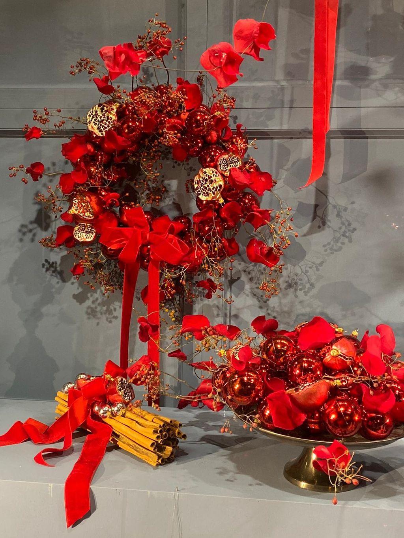 Saša Šekoranja već tradicionalno uredio je izlog svog cvjetnog atelijera u božićnom duhu - 1