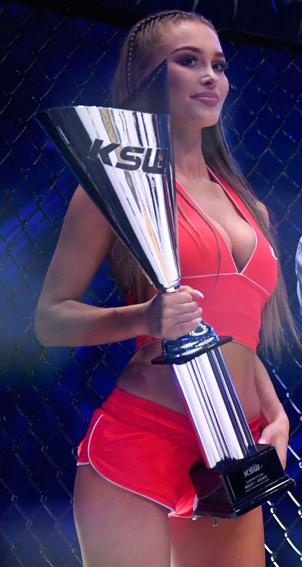 KSW ring djevojka (Foto: Marko Lukunić/PIXSELL)