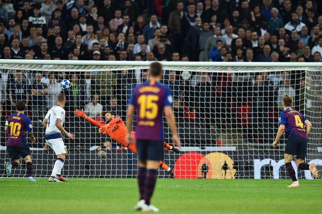 Gol Rakitića Tottenhamu (Foto: AFP)