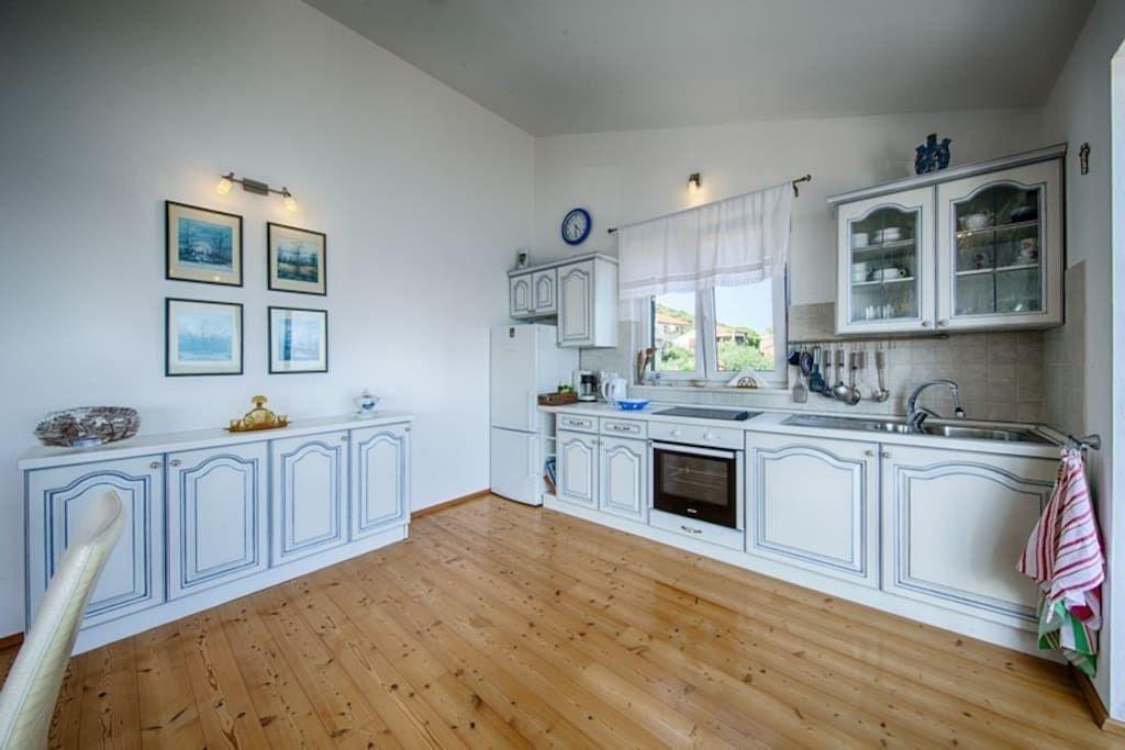Decentno uređeni prostor apartmana na Visu