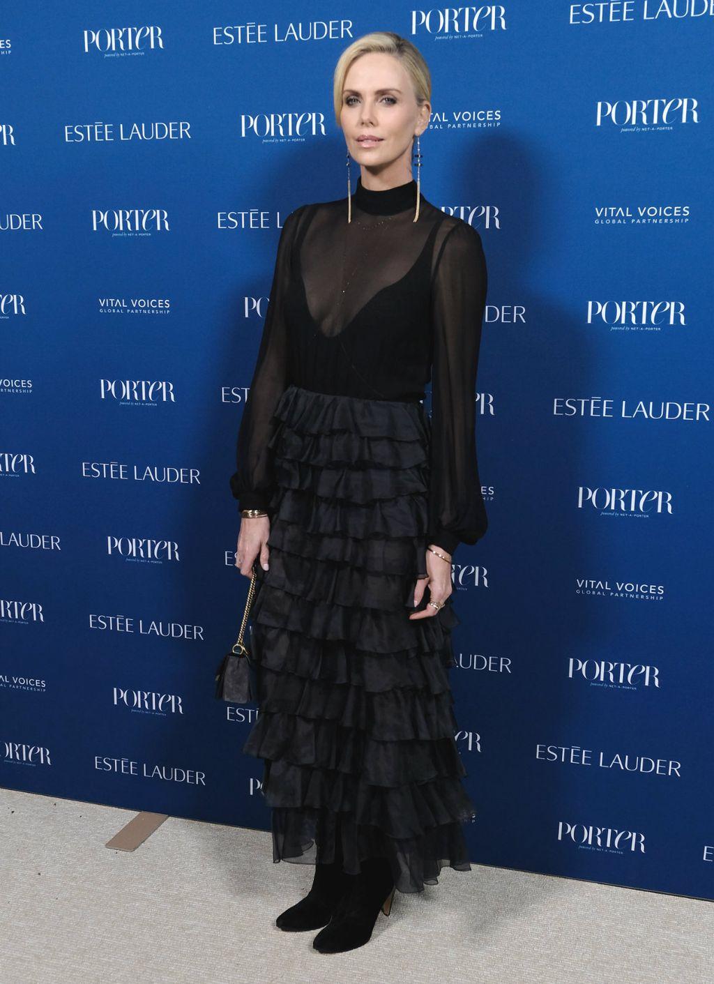 Charlize Theron na gala večeri