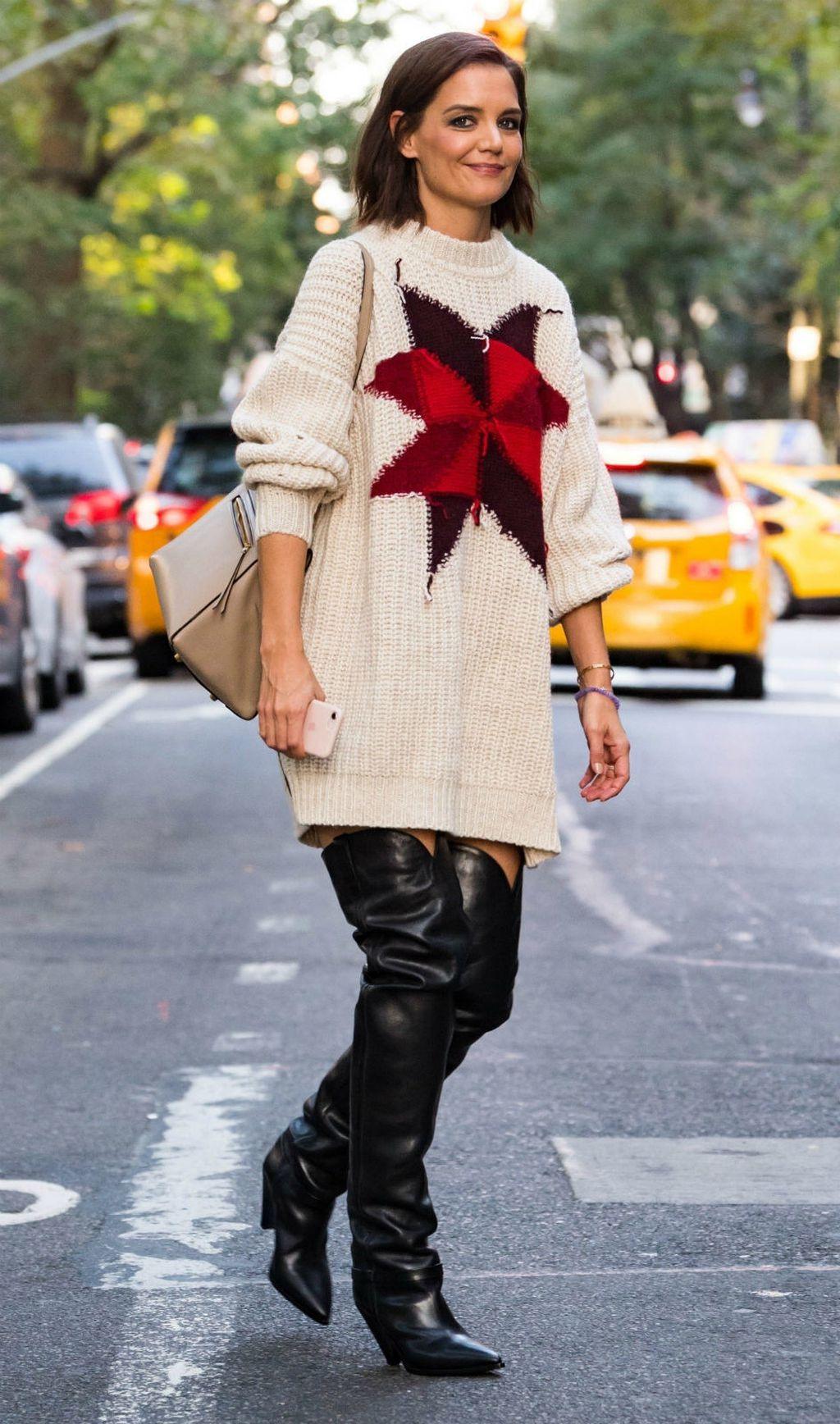 Katie Holmes u čizmama do bedara i dugačkom puloveru - 7